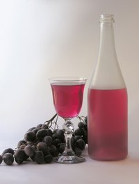 Serve red wine properly to enjoy the rich flavor.