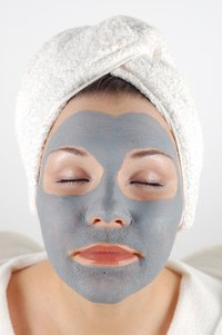 Make sure to include mud masks at any spa party.