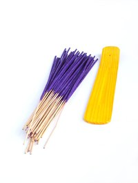 Handmade incense can be created by following a few basic guidelines.
