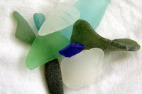 You can create amazing pictures with sea glass by simply arranging it over a canvas and hot gluing it.