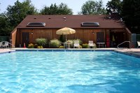 Inground pools with no deep end provide many positive and negative aspects.