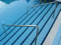 Chlorine treatments can clean tannins from pool stairs.