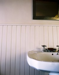 Types of Bathroom Paneling | eHow