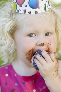 Cupcakes are uncomplicated for children to eat.