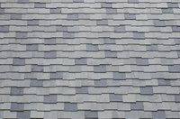 Asphalt shingles consist of several layers of bitumen, which melt on hot saw blades.