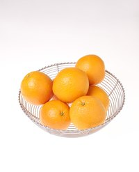Turn oranges into a scented craft.