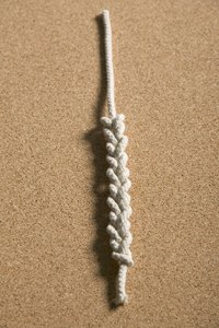 Make summery barefoot sandals with macrame.