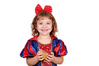 It's easy to create a Snow White costume yourself or your daughter with items you already have at home and a little sewing.
