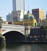 The Yarra River works like a main street or high road for Melbourne, Australia: It links most of the city's major attractions and tourist ...