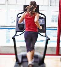 Heading back to the gym requires more than a good pre-workout stretch and taking it slow if you want to create an effective workout. You'll ...