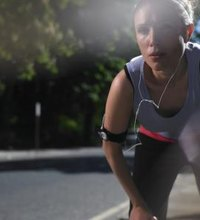 The only reason you want to focus on your stomach when exercising is to tone it -- not to deal with exercise-induced nausea. Eating too much prior to ...