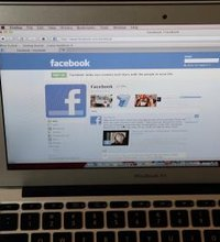 Adding hyperlinks to Facebook statuses can help you convert existing Facebook connections into customers and increase your small business's ...