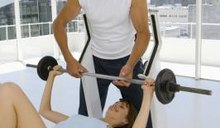 How Much Should I Be Able to Bench Press if I Weigh 135 Lbs?