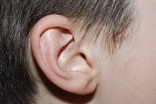 How to Clean Ear Wax With Mineral Oil