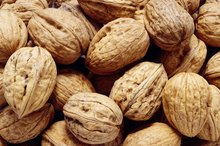 Walnuts Vs. Pecans Nutrition