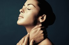 Signs and Symptoms of a Pinched Nerve in the Neck and Shoulder Areas