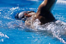 How to Tone the Stomach With Swimming