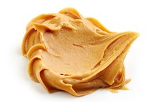 Signs & Symptoms of Food Poisoning From Peanut Butter
