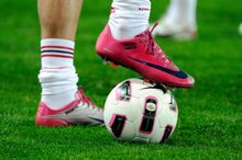 Difference Between Soccer & Lacrosse Cleats