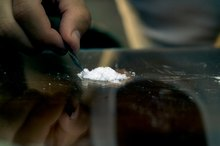 How to Tell If a Person Is Using Cocaine