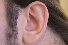 How to Unclog Ears From Congestion Naturally