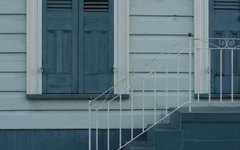 How to Remove Mildew From Painted Rails on a Porch