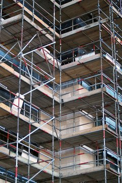 OSHA guidelines for toeboards tell employers to make sure tall scaffolding has toeboards.
