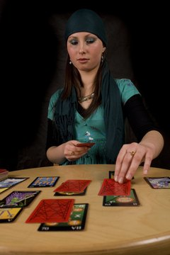 Knowing how to read tarot in Spanish allows you to include more people in your readings.