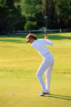 Too much leg and knee action can cause inconsistent golf swings.