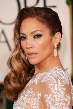Jennifer Lopez pairs her smoky peepers with classic Hollywood waves.