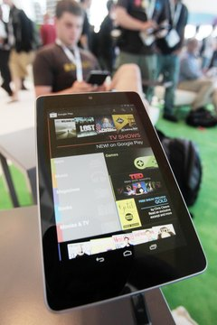 Android devices can exchange files via Wi-Fi using third-party apps.