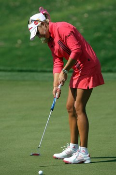 Natalie Gulbis uses a hammY putter during the 2008 Kraft Nabisco Championship.
