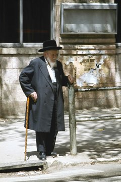 Many Jews outline the desire for a proper burial in their wills to ensure adherence to Jewish custom.