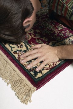 All Muslims follow the same rituals of prayer worldwide.