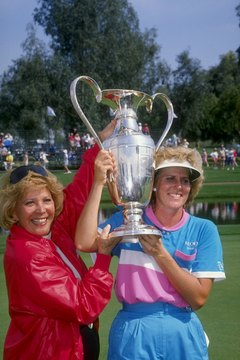 Dinah Shore, left, with winner Betsy King at the 1990 Nabisco Dinah Shore Tournament.