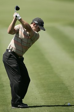The club should point toward the target at the height of the backswing.