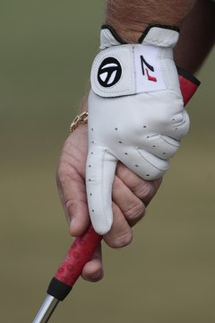 The reverse overlap is a variation of the putting grip.