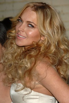 Lindsey Lohan looks sultry with teased curls and a smooth crown.