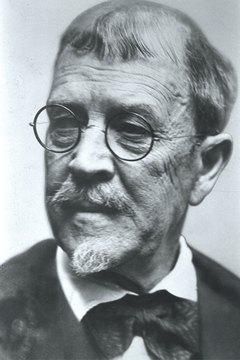 Many historians consider Lincoln Steffens the first American muckraker.