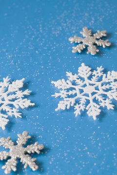 Recreate the pretty branching shapes of snowflakes on your nails.