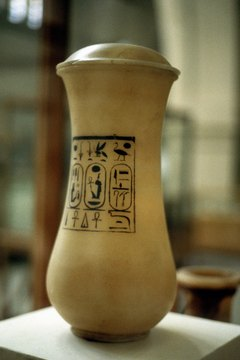Some canopic jars had simple lids.