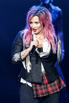 You don't have to go permanently pink to look like Demi Lovato for a day.