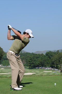 When Rory McIlroy makes a proper pivot, his right knee remains flexed and his right foot doesn't roll to the outside.