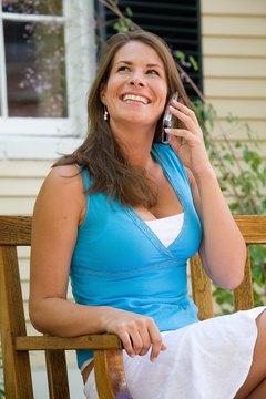 The native Voice Memos recording app stops recording when calling is active.