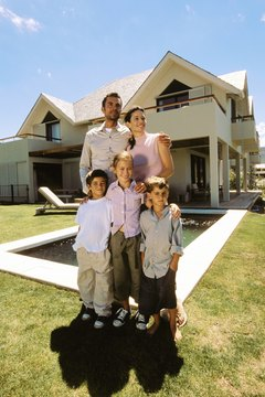 Federal programs can help you keep your house if you are having difficulty paying your mortgage.