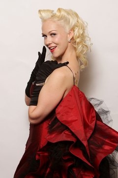 Miss Lilly le Purr sports curls at 2010's Miss Pin Up NSW.