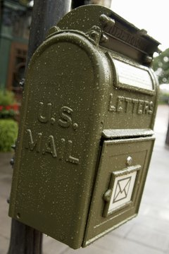 The United States Postal Service will ship cremated remains if they are packaged correctly.