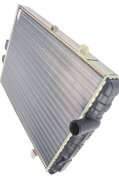 Water in a radiator holds a lot of heat, but aluminum transfers it.
