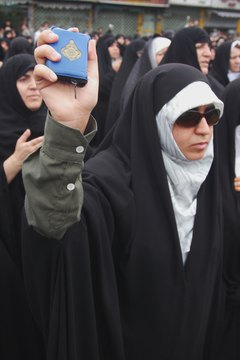 An Iranian woman protests against the desecration of the Quran.