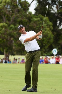 Geoff Ogilvy doesn't hesitate to make an abbreviated swing from the fairway for more control.